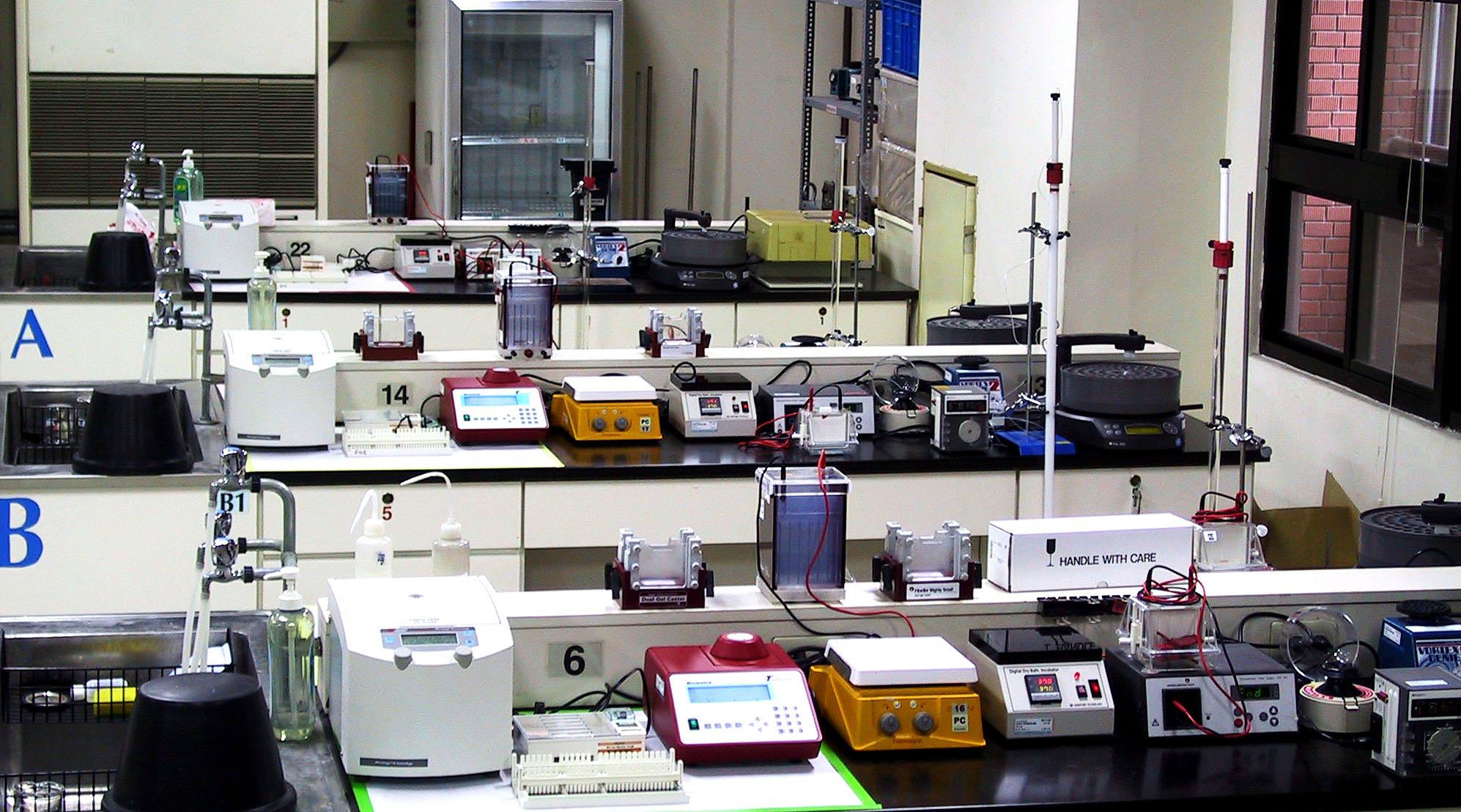 生技系生化实验室图片集